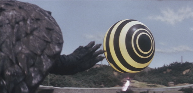 File:Gamera - 4 - vs Viras - 13 - Gamera is concerned as spaceship no. 2 flies away.png