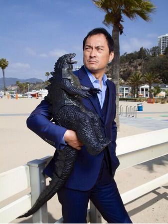 File:Ken Watanabe and Godzilla.png