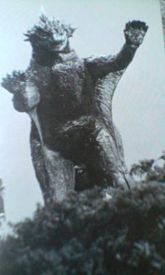 File:Behind Kaiju Soshingeki Varan.jpg