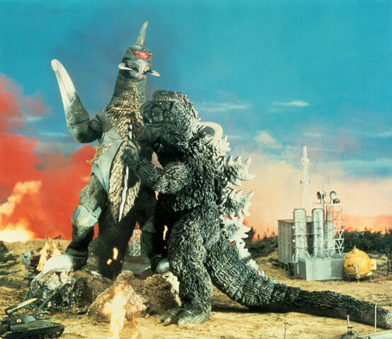 File:Godzilla and Gigan fight..jpg
