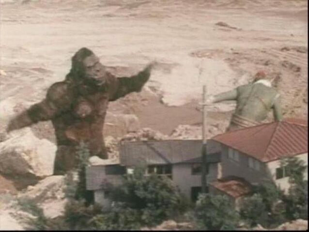 File:'Gorilla' and Greenman fighting.jpg