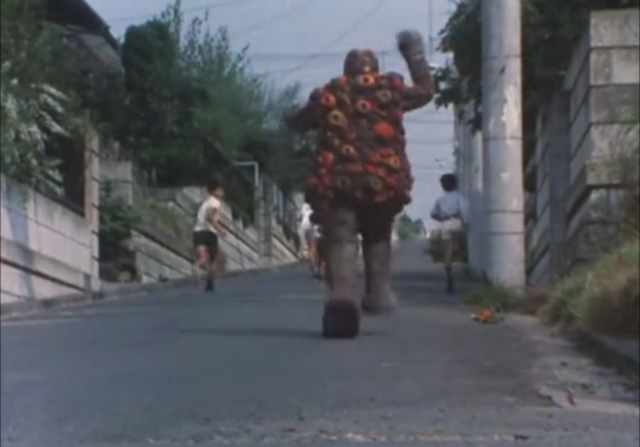 File:Iho chasing children.png