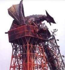 File:Gyaos atop Tokyo Tower.jpg