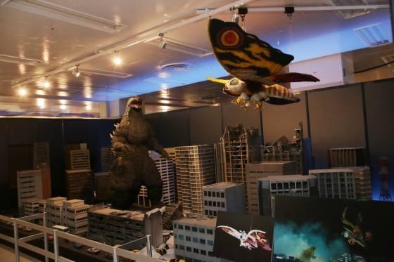File:Great Godzilla 60 Years Special Effects Exhibition - TokyoGoji and HeiseiMosuImago.jpg