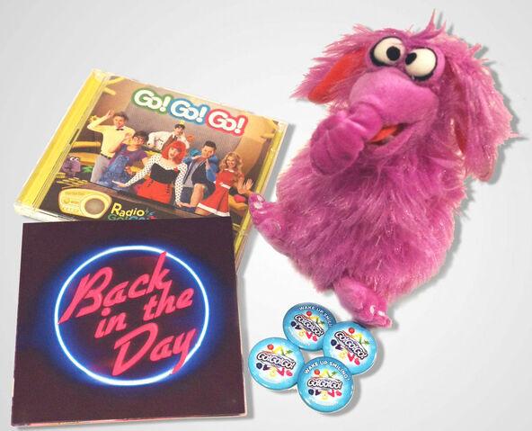 File:Fluffalope Soft Toy with Albums (The Go!Go!Go! Show, Nick Jr.).jpg