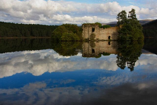 File:Loch-An-Eilean-4.jpg