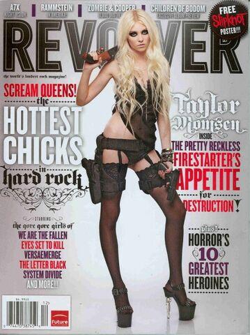 File:Taylor-momsen-revolver.jpg
