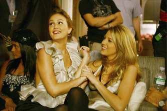 File:Gossip-girl-season2-episode-10-blair-serena.jpg