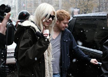 File:Taylor-momsen-paris-snow.jpg