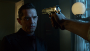 Jim Gordon pointing a gun at Theo Galavan