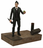Oswald Cobblepot Diamond Select Toys figurine with bottom stage