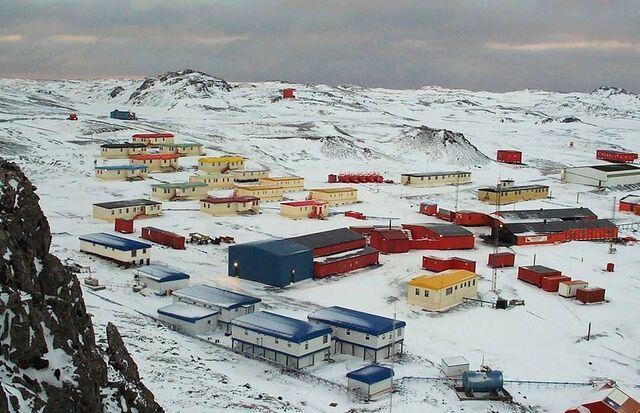 File:Villa Las Estrellas (Chilean Antarctic Territory).jpg