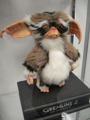 File:The Prop Store of London - LA - Gremlins 2 puppet.jpg