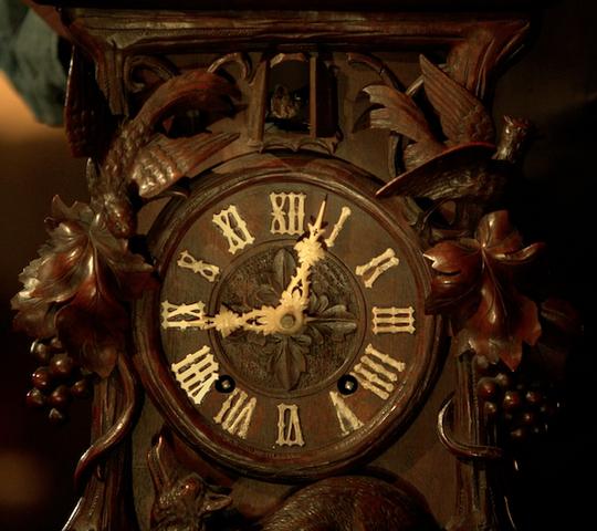 File:206-Monroe's Black Forest clock.png