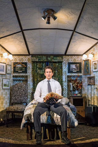 File:Andy Karl as Phil Connors in his room.png
