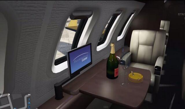 File:Luxor-Deluxe-Champagne-GTAV.jpg