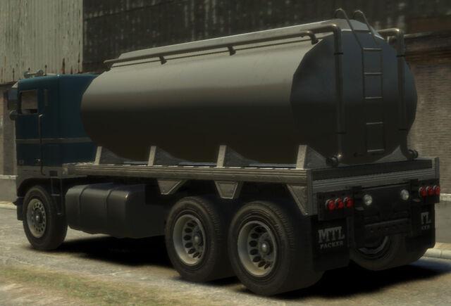 File:Packer-GTA4-tanker-rear.jpg