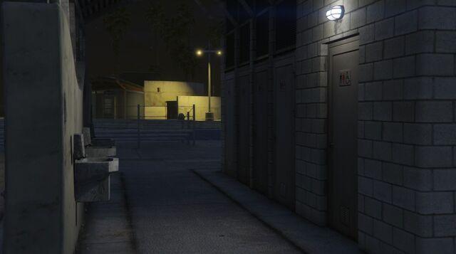 File:VespucciBeachRC-Toilets-GTAV.jpg