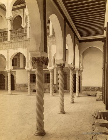 File:Archbishop.courtyard.algiers.jpg