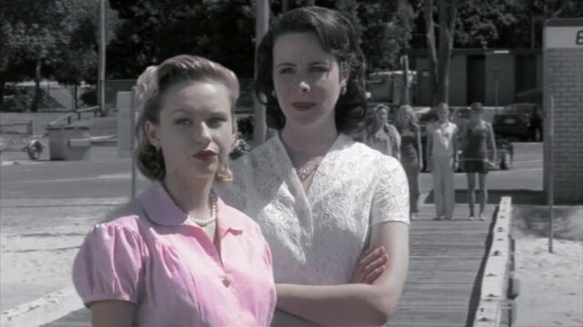 File:Louise And Gracie.jpg