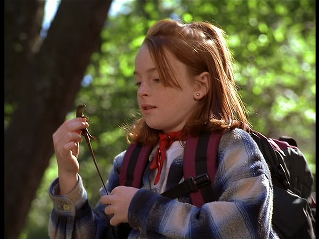File:Annie holding the small lizard.png