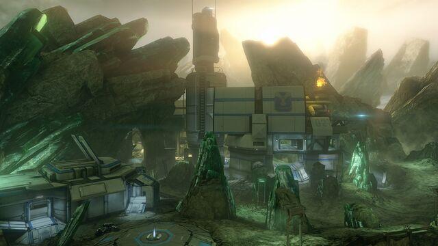 File:Halo-4-Crimson-Map-Pack-Shatter 1.jpg