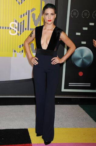 File:Halsey-2015-mtv-video-music-awards-at-microsoft-theater-in-los-angeles 6.jpg