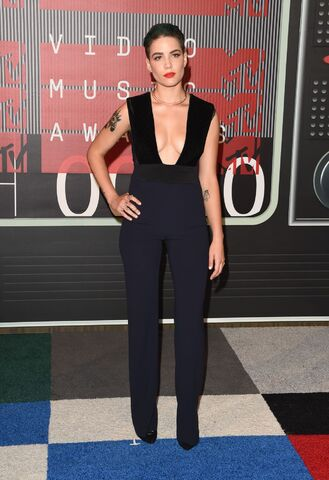 File:Halsey-2015-mtv-video-music-awards-at-microsoft-theater-in-los-angeles 16.jpg