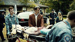 File:1x01 HannibalHelpingAbigail.jpg