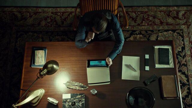 File:1x06 HannibalIsNotPleased.jpg