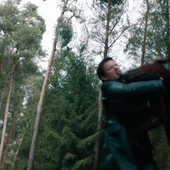 Hansel battles Tall Witch.