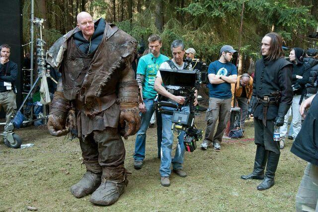 File:Edward behind the scenes.jpg