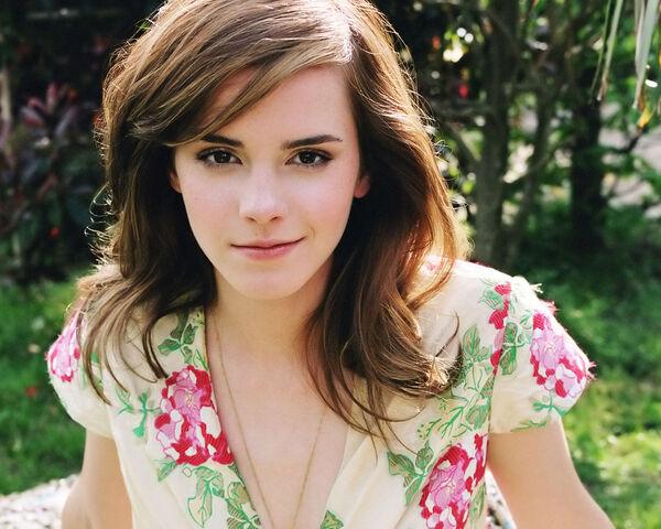 File:Emma-Watson-Wallpaper-8.jpg