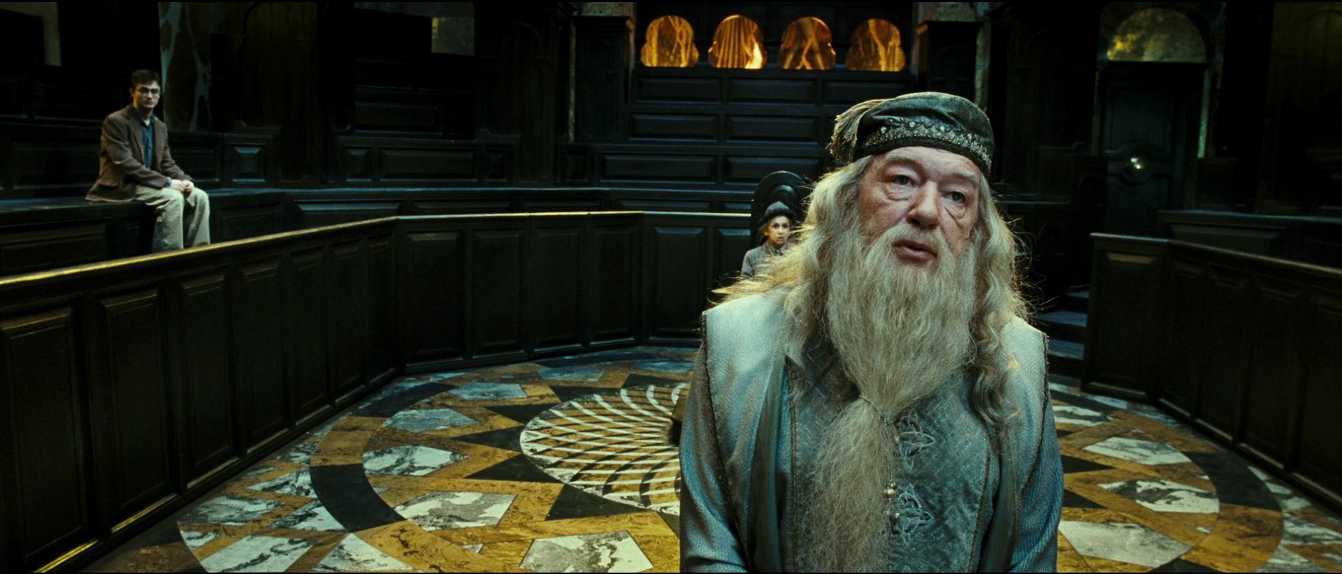 Datei:Harry Dumbledore Disciplinary Hearing.jpg