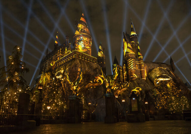 File:The-NighttimeLights-at-Hogwarts-Castle-Hufflepuff-WWoHP-at-USH.jpg