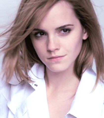 File:Emma Watson (Burberry 2010).jpg