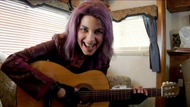 File:Natalia Tena playing guitar while in Tonks costume 03.JPG