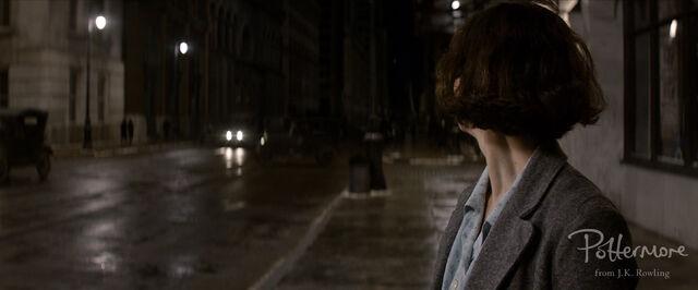 File:Porpentina Goldstein on street Fantastic Beasts CC Trailer WM.jpg