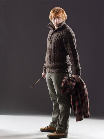 File:DH Ron Weasley fullbody muggle attire.jpg