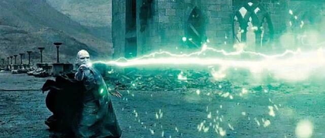 File:DH - Voldemort VS. Harry Final Duel 01.jpg