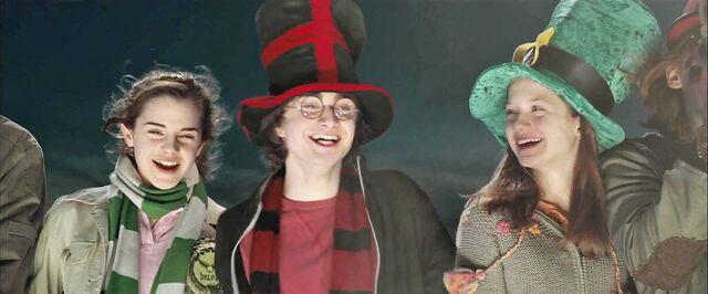 File:Harry-potter-goblet-world cup.jpg