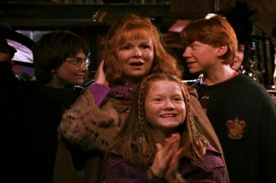 File:The Weasleys at Lockhart's book signing.jpg