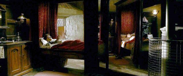 File:Harry-potter-half-blood-gryffindor boys dorm.jpg