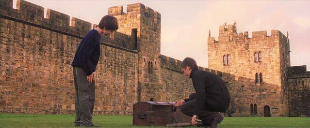 File:Oliver teaching Harry.jpg