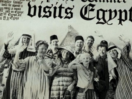 File:Weasley Family in Egypt.jpg