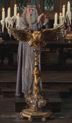 File:Dumbledore's owl podium.png