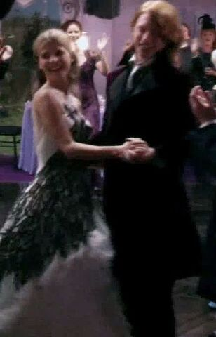 File:Bill & Fleur dancing after their Wedding.jpg