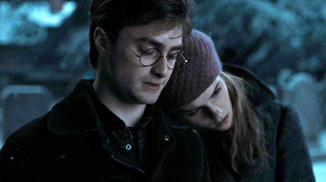 File:Harry Hermione christmas.jpg