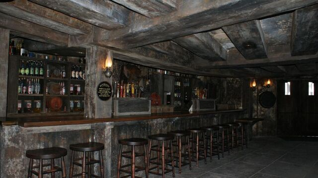 File:Hogs Head Interior.jpg