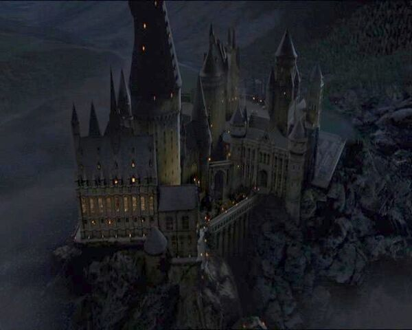 File:Hogwarts at night.jpg